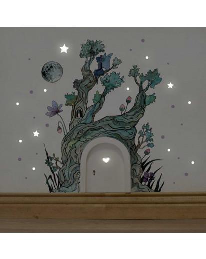 Elfentür Feentür Wichteltür Koboldtür mit Wandtattoo Wandaufkleber Wandsticker Aufkleber Sticker Baum im Zauberwald mit Elfe Mond und Punkten elves door fairy door pixie door imp door gnome door with wall decal wall mural sticker tree in magic forest with