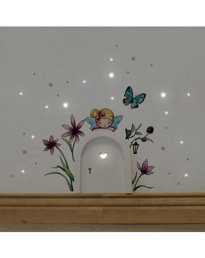 Elfentür Feentür Wichteltür Koboldtür mit Wandtattoo Wandaufkleber Wandsticker Aufkleber Sticker kleine Elfe Fee mit Blumen Schmetterling und Punkten elves door fairy door pixie door imp door gnome door with wall decal sticker little elf fairy with flower