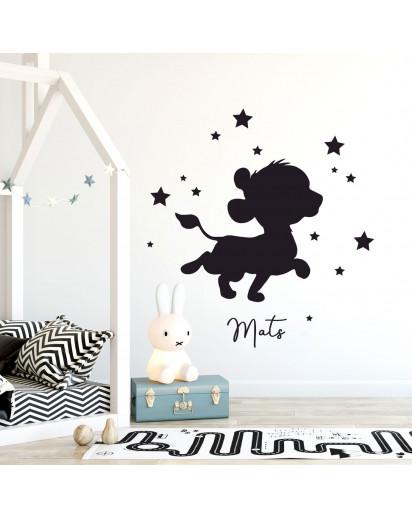 Wandtattoo Löwe Löwenbaby mit Sterne & Wunschname perfekt fürs Kinderzimmer Junge Mädchen Deko Wanddeko M2475