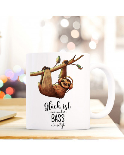 Becher Tasse Kaffeetasse Kaffeebecher Faultier mit Spruch Glück ist wenn der Bass einsetzt Cup mug sloth with quote saying happiness is when the bass starts ts422_H.jpg