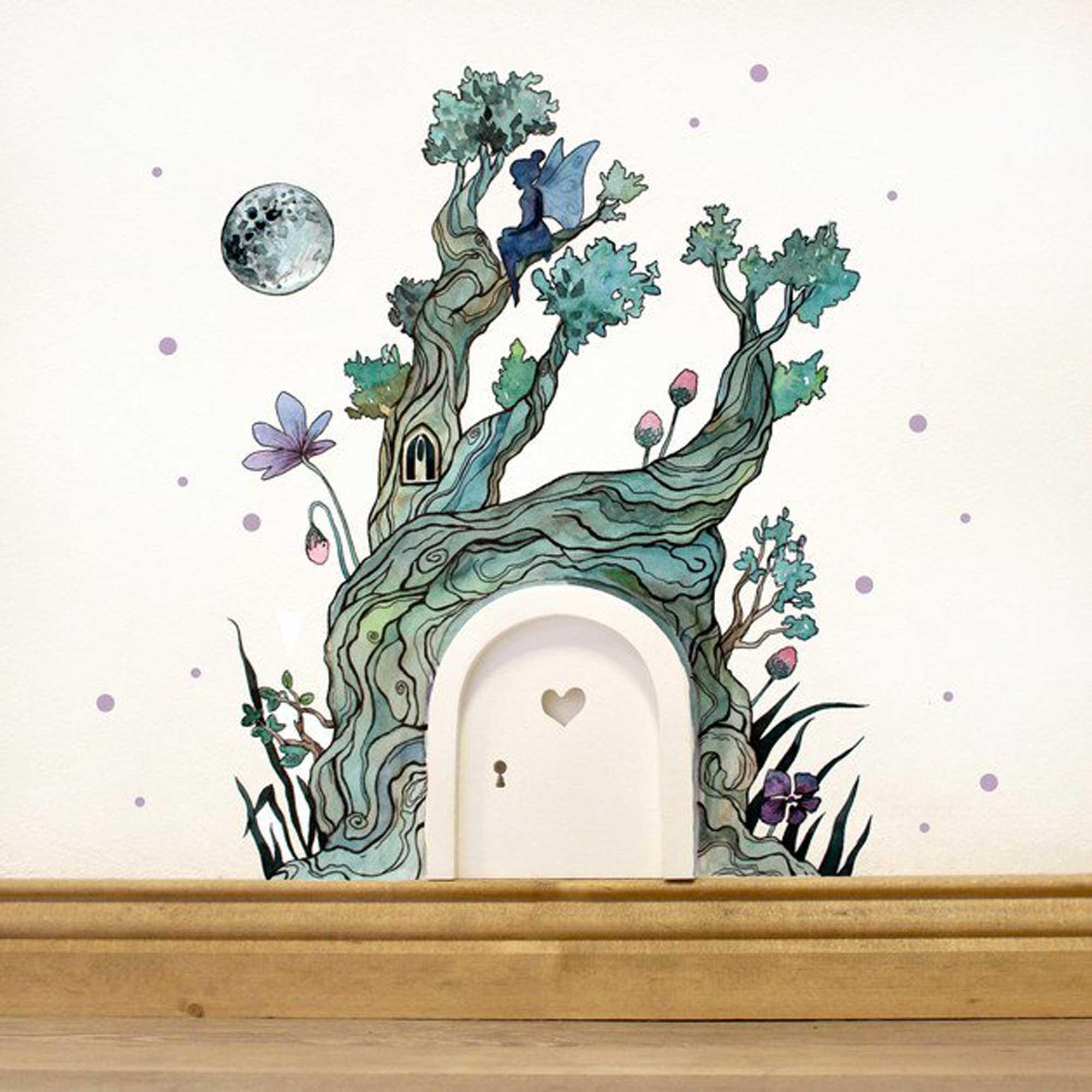 Elfent r mit wandtattoo baum im zauberwald mit elfe mond for Baum an die wand malen