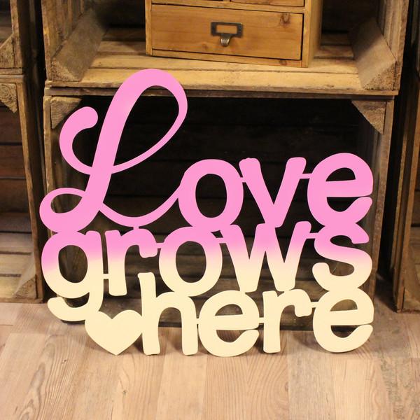 wanddeko dekoration holz holzschriftzug schriftzug spruch zitat love grows here m2179. Black Bedroom Furniture Sets. Home Design Ideas