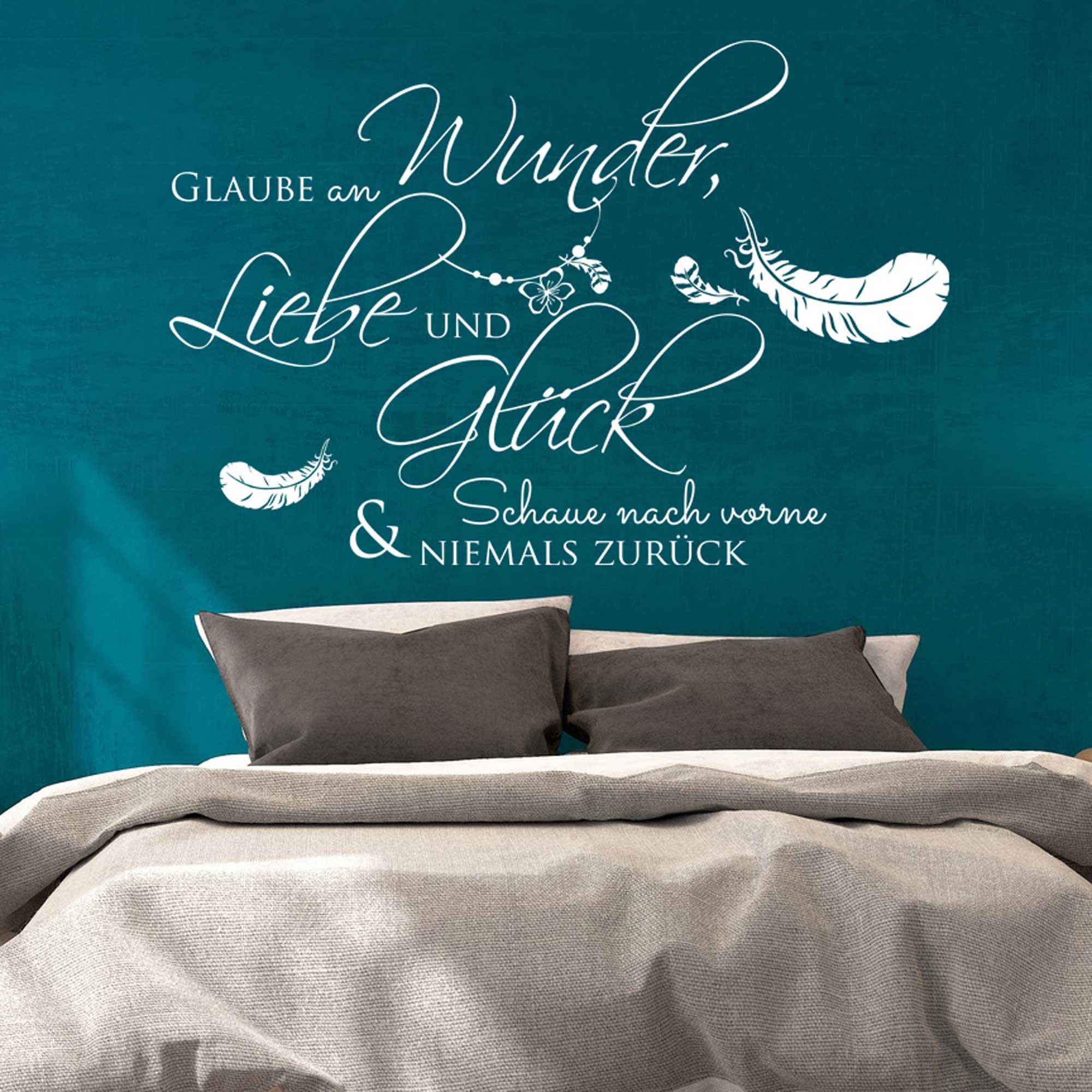 wandtattoo zitat spruch glaube an wunder liebe und gl ck mit federn m1970 wandtattoos. Black Bedroom Furniture Sets. Home Design Ideas