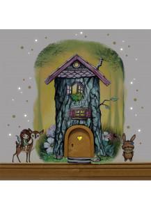Elfentür aus Echtholz mit zauberhaftem Baumhaus in geheimnisvollem Zauberwald mit Elfe Fibi, Rehlein Nouki und Häschen Mouki e16