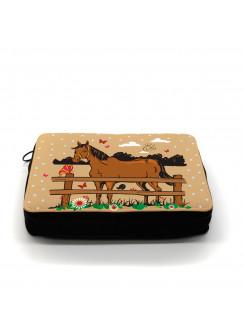 Gefüllte Federtasche Pferd auf Koppel mit Schmetterlingen und Wunschname braun fm004