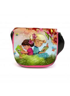 Kindergartentasche Kindertasche Tasche Kinder auf Wiese unter Baum mit Blumen Blüten Schmetterlingen und Wunschnamen kgt10