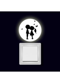 Lichtschaltertattoo Wandtattoo Aufkleber Mädchen und Junge mit Schmetterlingen fluoreszierend M2007