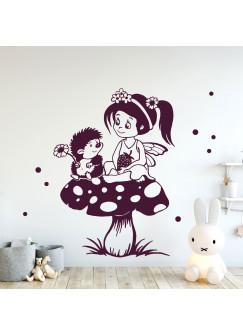Wandtattoo Elfe Fee Wandbild Elfe auf Fliegenpilz mit Igel Erdbeere & Punkte M2219