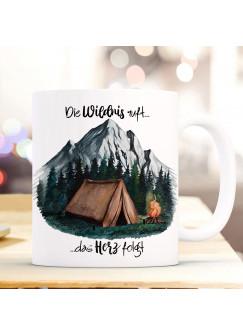 Tasse Becher Zelt campen Wald Berge & Spruch Die Wildnis ruft das Herz folgt Kaffeebecher Geschenk Spruchbecher ts1003