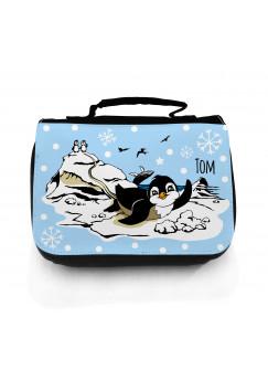 Waschtasche Pinguine auf Eisscholle mit Schneeflocken und Wunschname in hellblau wt050