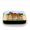 Detailbild gefüllte Federtasche Pferd auf Weide Pferdekoppel filled pencil case horse on meadow paddock